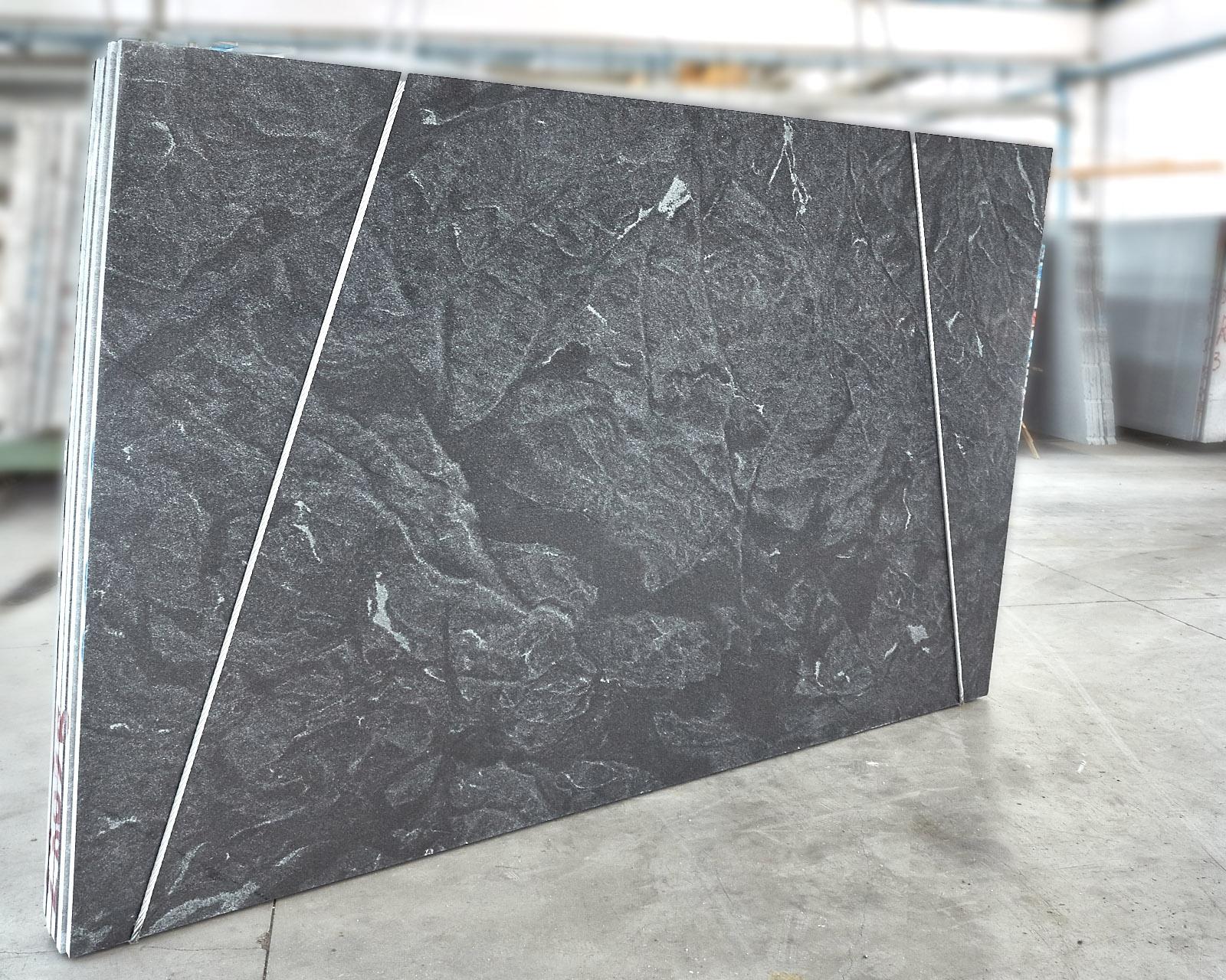 ideeen licht grijs natuursteen tegelvloer antraciet keuken